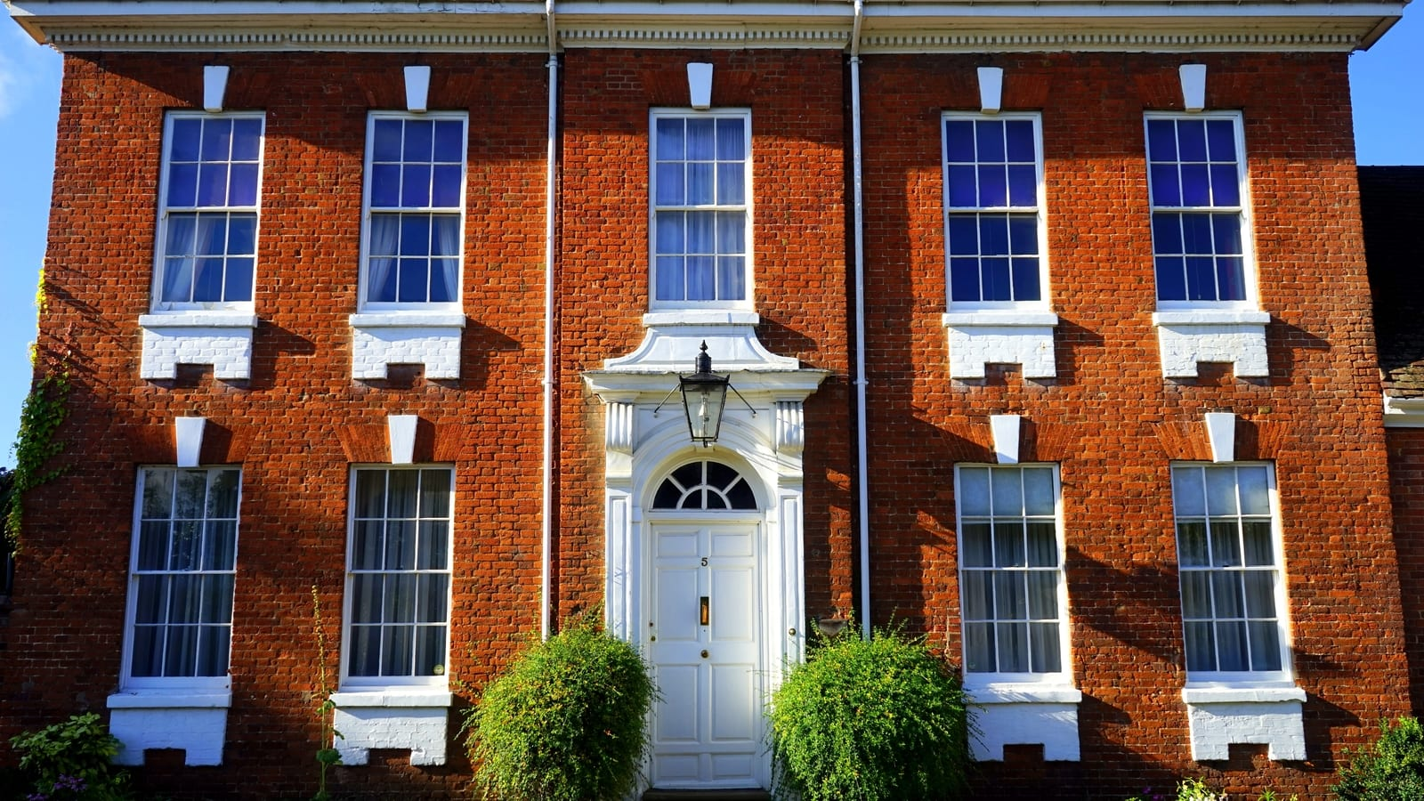 All about entrance doors