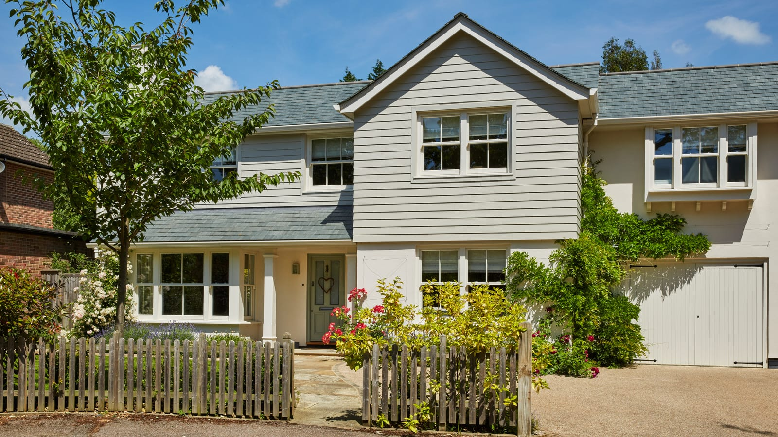 New build with two 90-degree bay windows to enhance the sightlines.