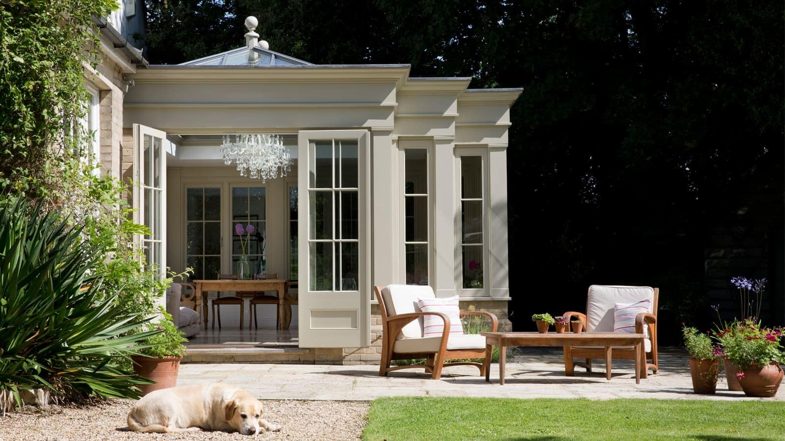 Orangery with pilasters cream
