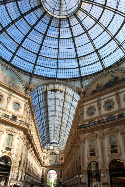 With its large dimensions and roof lanterns, the Vittorio Emanuele Galleria was an important step in the evolution of the modern glazed and enclosed shopping centres, and has inspired the use of the term 'galleria' for many other shopping arcades.